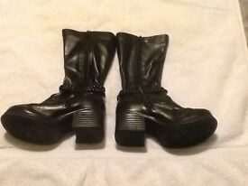 Girl's sketchers black boots size 11