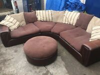 LARGE STUNNING CORNER SOFA IN BROWN LEATHER AND FABRIC CUSHIONS.