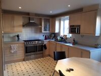 Double bedroom available in 4-bedroom house share