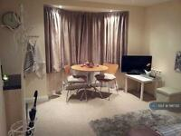 1 bedroom flat in Wadham Gardens, Greenford, UB6 (1 bed)