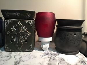 Scentsy Warmers, Plug in and Waxes