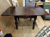 Extendable hardwood table