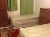 Twin bed in roomshare to let in flatshare at bow road & Mile End