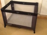 Travel cot /play pen