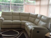 Cream leather recliner corner suite, sits 5. Immaculate new condition
