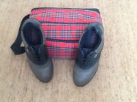 GOLF SHOES men's size 8. Complete with TARTON shoe bag.