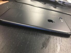 iPhone 7 32gb matte black perfect condition **SCREEN NOT CRACKED** IT IS ONLY GLASS SCREEN PROTECTOR
