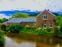 Stone Riverside Cottage in Braunton Available for Holiday Rentals - 3 Miles from Beach & Golf Course