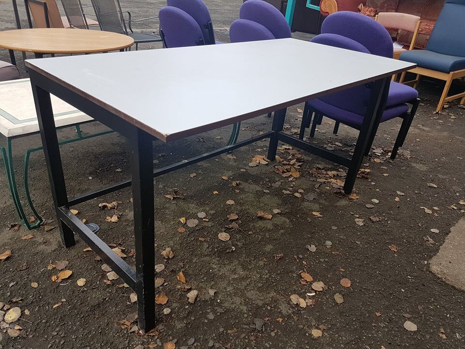 Science lab table (x10 available)