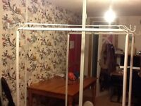 Freestanding clothes hanging rail
