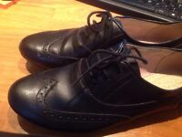 Clarks School Shoes Size 5.5 Black Lace up Worn Twice