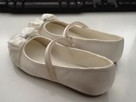 Girls Ivory bow ballet shoes, size 2, worn once but immaculate