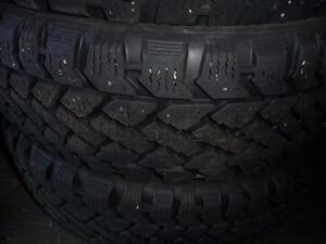 4 pneus d'hiver 185/60/15 Snowtrakker Radial ST2, 50% d'usure, mesure 7, 7, 7 et 6/32.