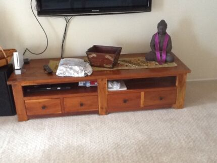 TV unit low rise Mount Warrigal Shellharbour Area Preview
