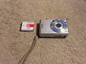 Sony Cybershot DSCW30 6MP Digital Camera with 3x Optical Zoom