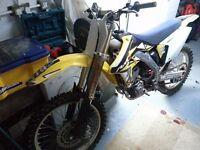 Suzuki rmz250 2009. Full akrapovic exhuast system, brand new tyres, hardly ridden scince owned