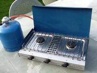 Cooker with gas