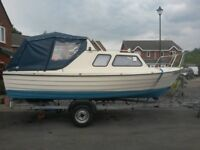 Mayland 18ft 4 birth cabin cruiser day river canal boat with trailer and Honda outboard.