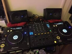Pioneer CDJ 1000 MK3 x2 + DJM 800 + M-Audio Speakers