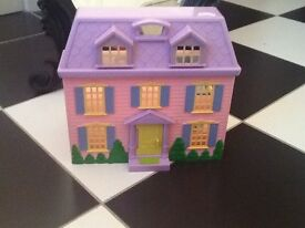 Dolls house - approx 20cm