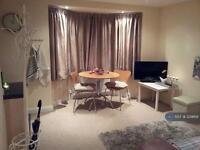 1 bedroom flat in Wadham Gardens, London, UB6 (1 bed)