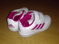 new pair size 8 kids shoes £10.00