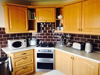 Light oak fitted kitchen units in very good condition. Would also suit utility room.