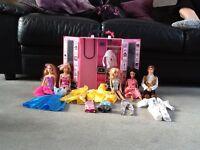 5 Barbie dolls with clothes & waldrobe