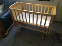 Mamas & Papas baby swing cot -Excellent Condition, Can be delivered