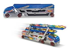 Hot wheels transporter and 200 cars hot wheels matchbox