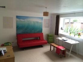 Large double room in clean, tidy and quiet home - good transport