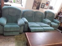 Green Lazboy reclining suite Copley Mill LOW COST MOVES 2nd Hand Furniture STALYBRIDGE SK15 3DN