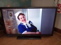 """HITACHI 32"""" LED TV BUILT IN FREEVIEW IN VERY GOOD CONDITION ONLY USED FOR COUPLE OF MONTHS"""
