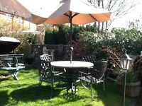 Aluminium garden set with cast base and wind up parasol