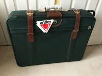 BRAND NEW ANTLER SUITCASE - BARGAIN PRICE FOR QUICK SALE £25!