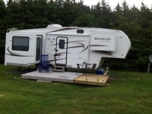 2011 Rockwood 8265 5th wheel