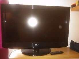"32"" LG LCD TV 1080p for sale. £60 Very good condition."