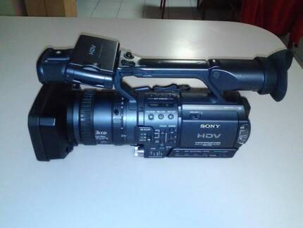Sony (HDR FX1) video camera with opteka 72mm fisheye and extras