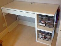 Desk, X1 drawer, x4 shelves, white.