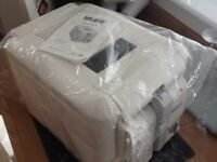 NEW deep fat fryer 2.5 litre capacity New in box NEVER USED