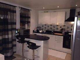 Modern 4 Bed Flat in Chiswick Park!