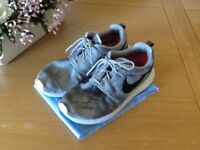 GREY NIKE ROCHE TRAINERS are used still in very good condition