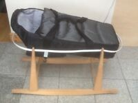 Carrycot and a rocker basket stand-the set for £15