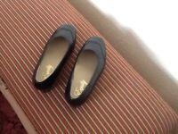 Woman's Equity Heidi Shoe Size 6 EEE Black