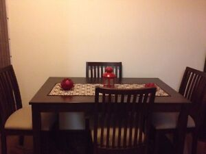 Dining table and 4 chairs Shellharbour Shellharbour Area Preview