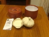 Garlic Roaster in terracotta ,Petite Maison by Wildly Delicious. A lovely but unused gift.