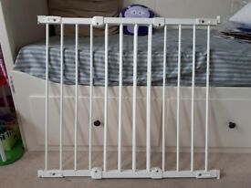 Baby gates - Wall mounted & extendable