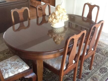 Solid Tasmanian Blackwood Extendable Table with 6 Chairs
