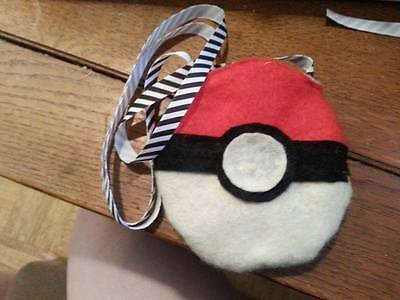 Tri-Colour Felt Small Animal Carrying Pouch - CA$9.00