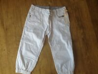 A PAIR NEW WITH LABEL ON NEXT WHITE 100% COTTON JEAN STYLE CROP TROUSERS WITH RIB BOTTONS SIZE 10
